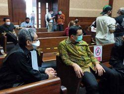 Didakwa Terima Suap Rp32 Miliar, Juliari Batubara Tak Ajukan Keberatan