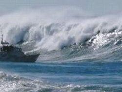 Cuaca Ekstrem dan Gelombang Setinggi 6 Meter Ancam Sejumlah Perairan Maluku