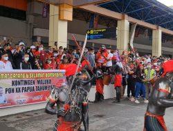 PON Papua, Tarian Cakalele Sambut Kloter 3 Kontingen Maluku di Bandara Sentani